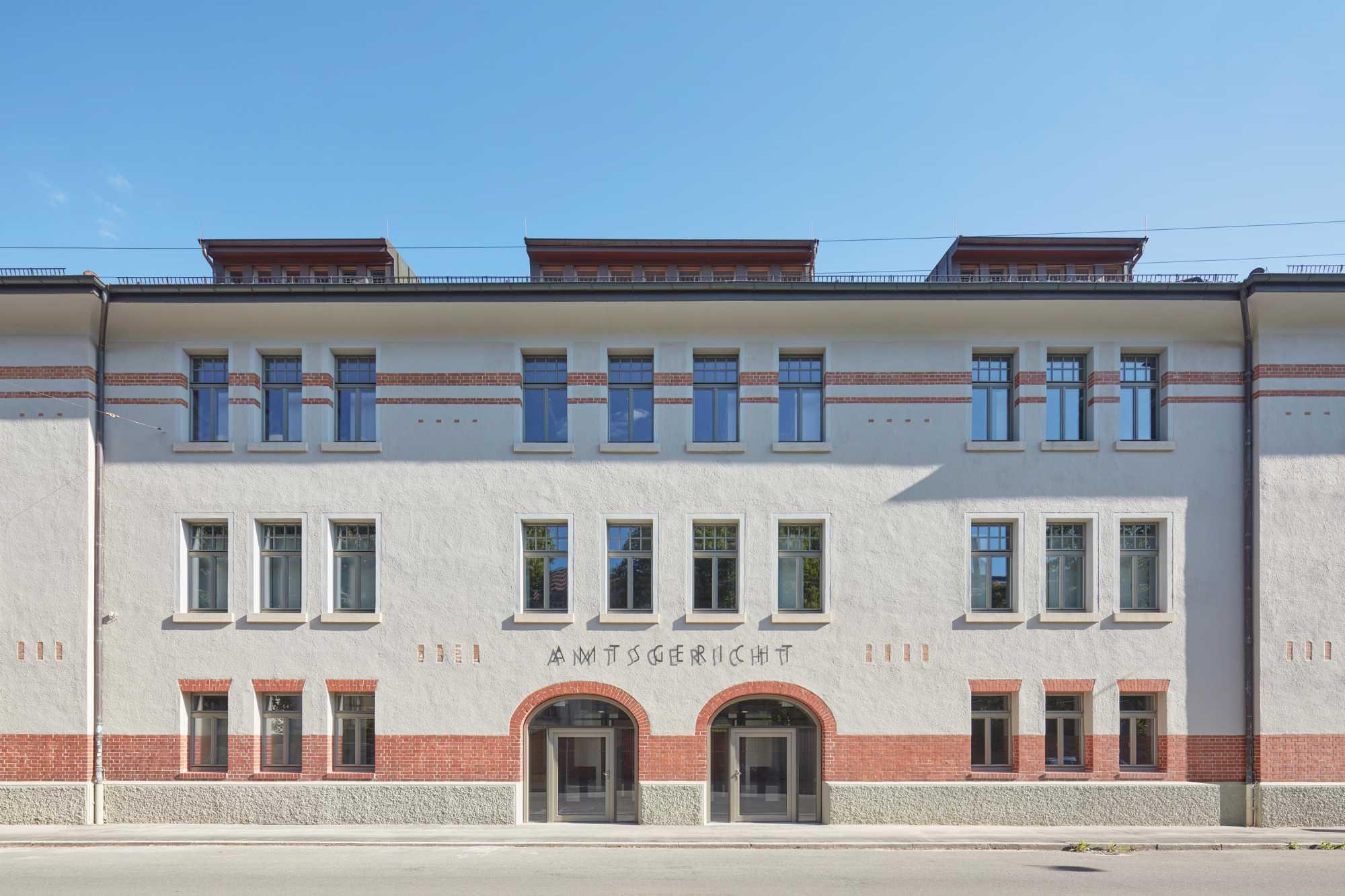 »Sanierung und Umgestaltung eines denkmalgeschützten Militärbaus zum Amtsgericht Tübingen« ({project_images:field_row_count})
