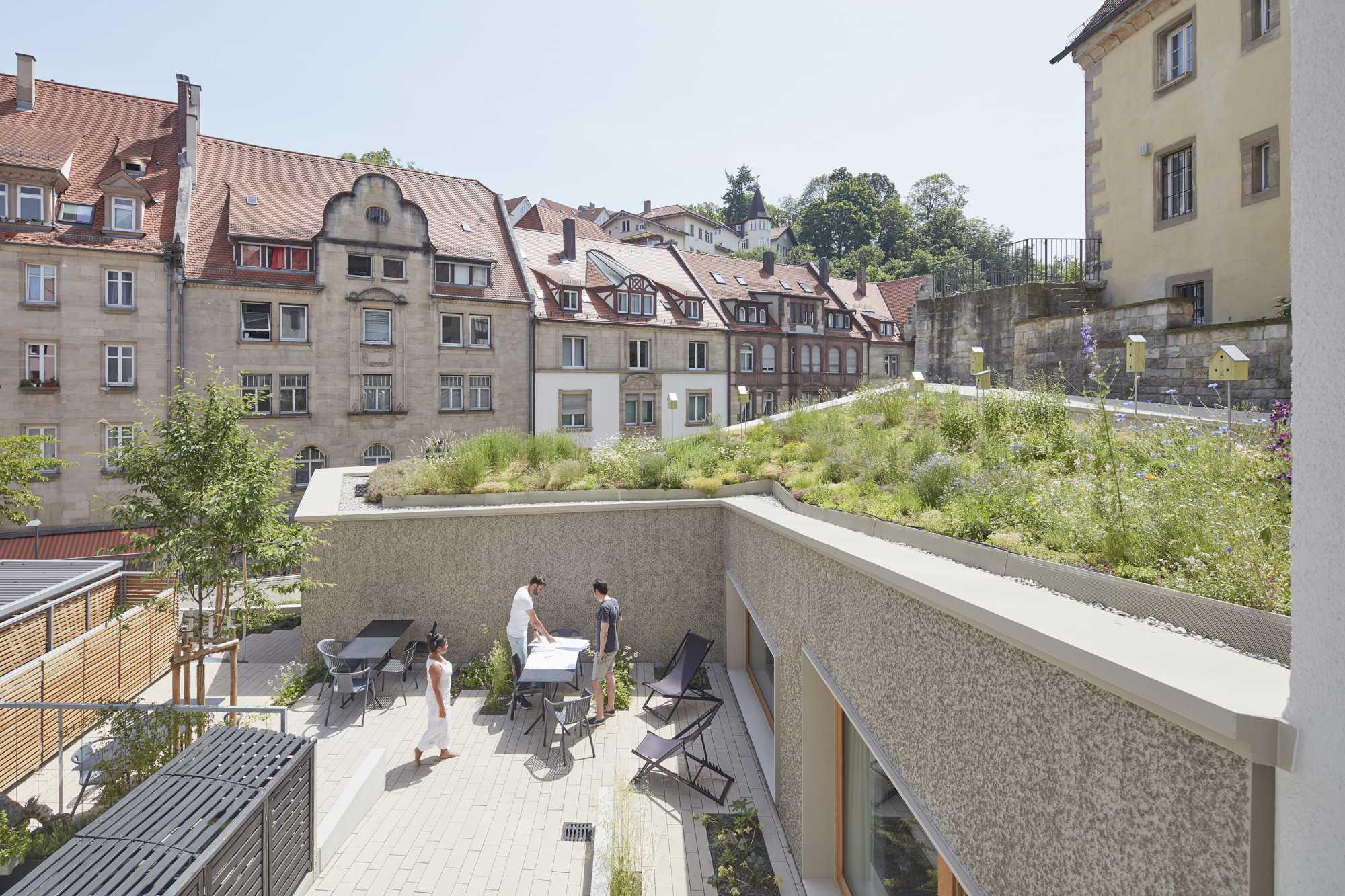 Unser Bürogarten ist fertig gestellt und lädt zum sommerlichen Aufenthalt ein ({project_images:field_row_count})