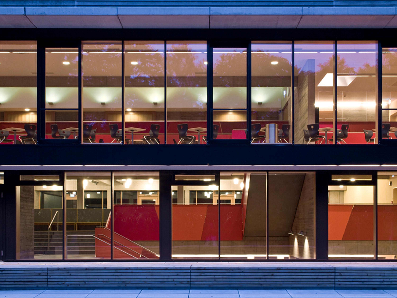 Mensa mit Bibliothek und Aula Uhlandstraße (1)
