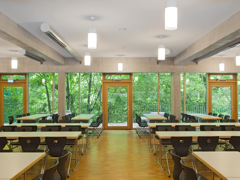 Mensa mit Bibliothek und Aula Uhlandstraße (14)
