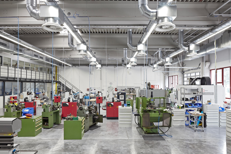 Lehrwerkstatt und Musterbauhalle (2)