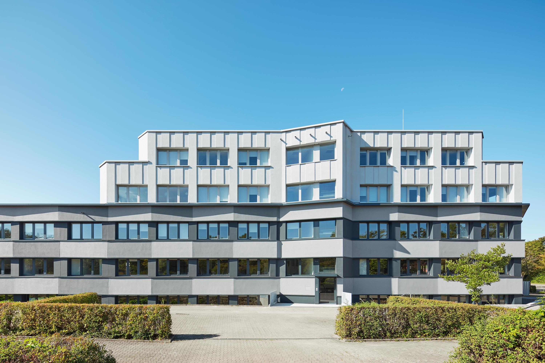 Fassadensanierung und Eingangsbaukörper Büro- und Verwaltungsgebäude (1)