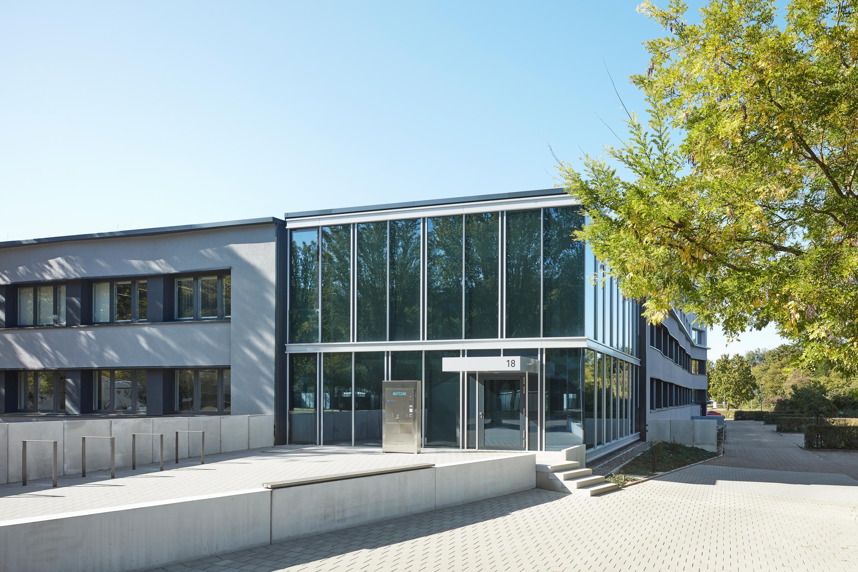 Fassadensanierung und Eingangsbaukörper Büro- und Verwaltungsgebäude (5)
