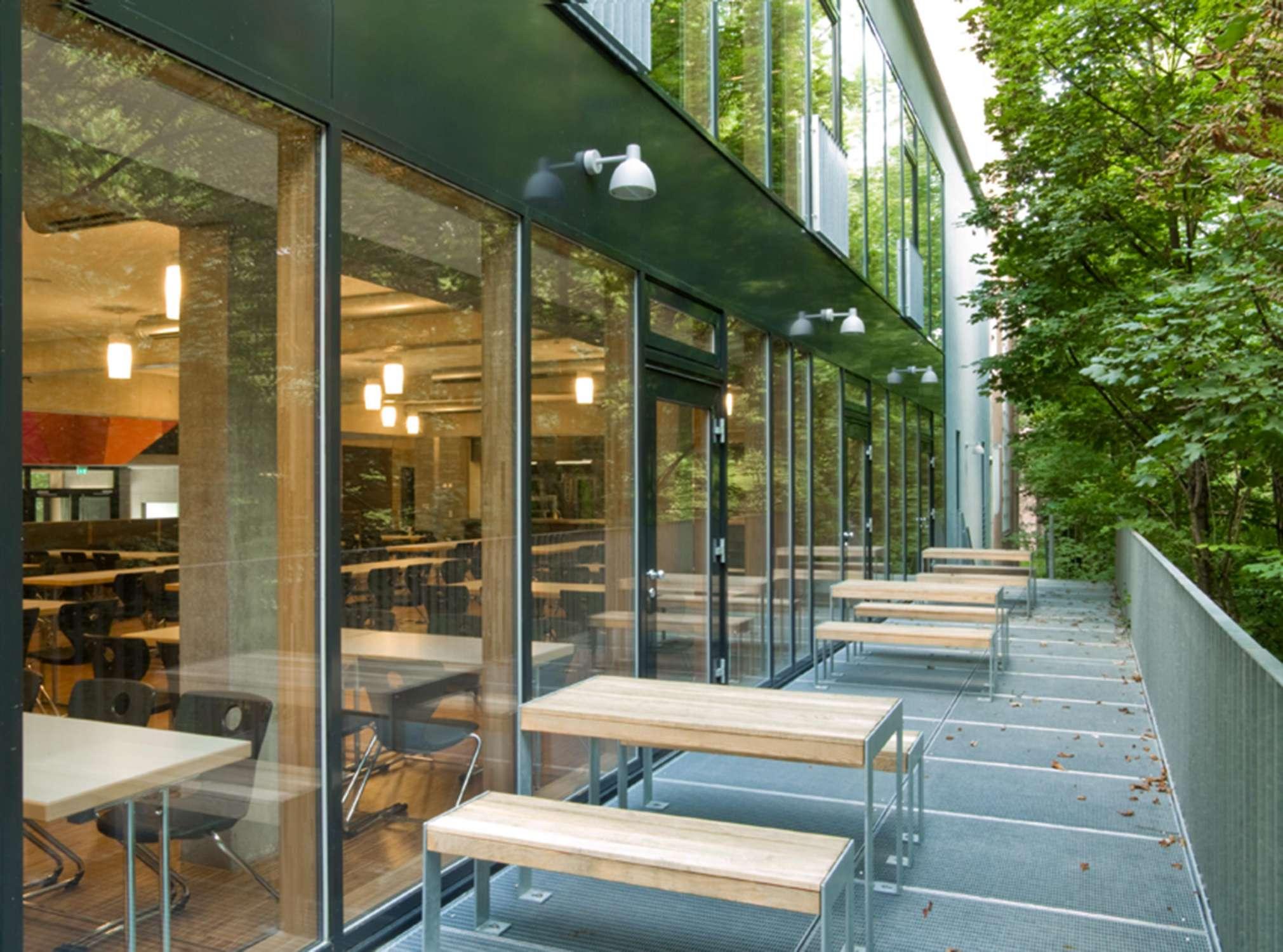 Mensa mit Bibliothek und Aula Uhlandstraße (10)