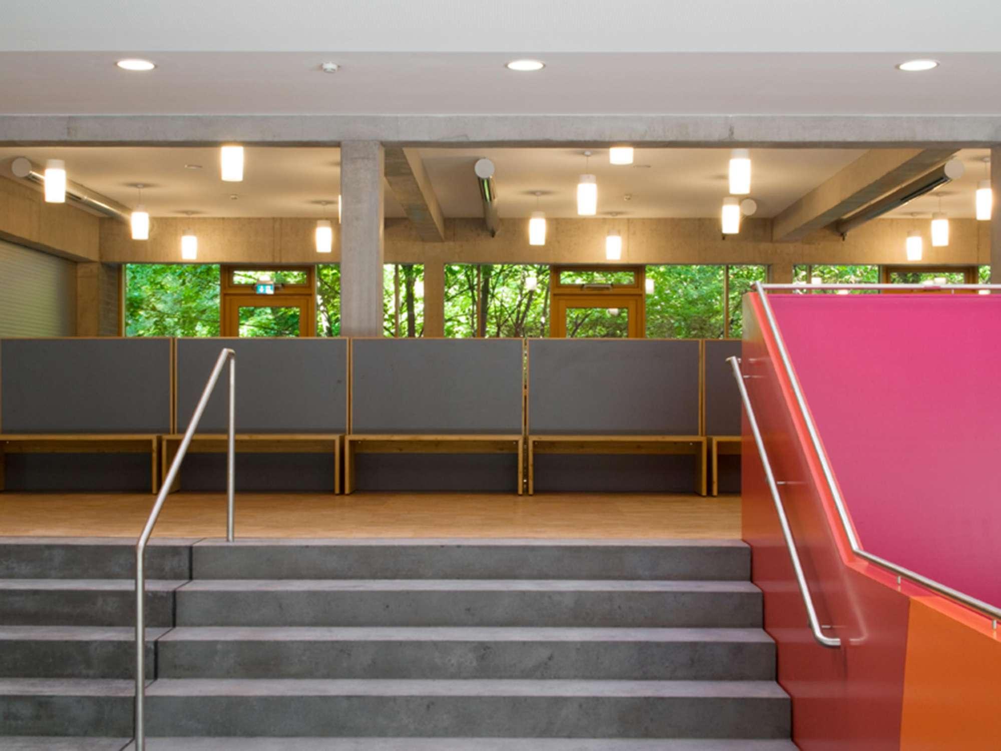 Mensa mit Bibliothek und Aula Uhlandstraße (2)