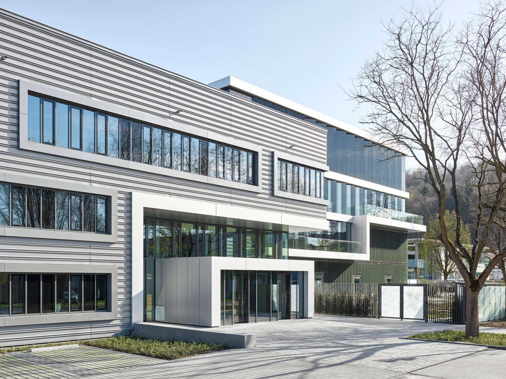 Verwaltungs- und Infrastrukturgebäude (1)