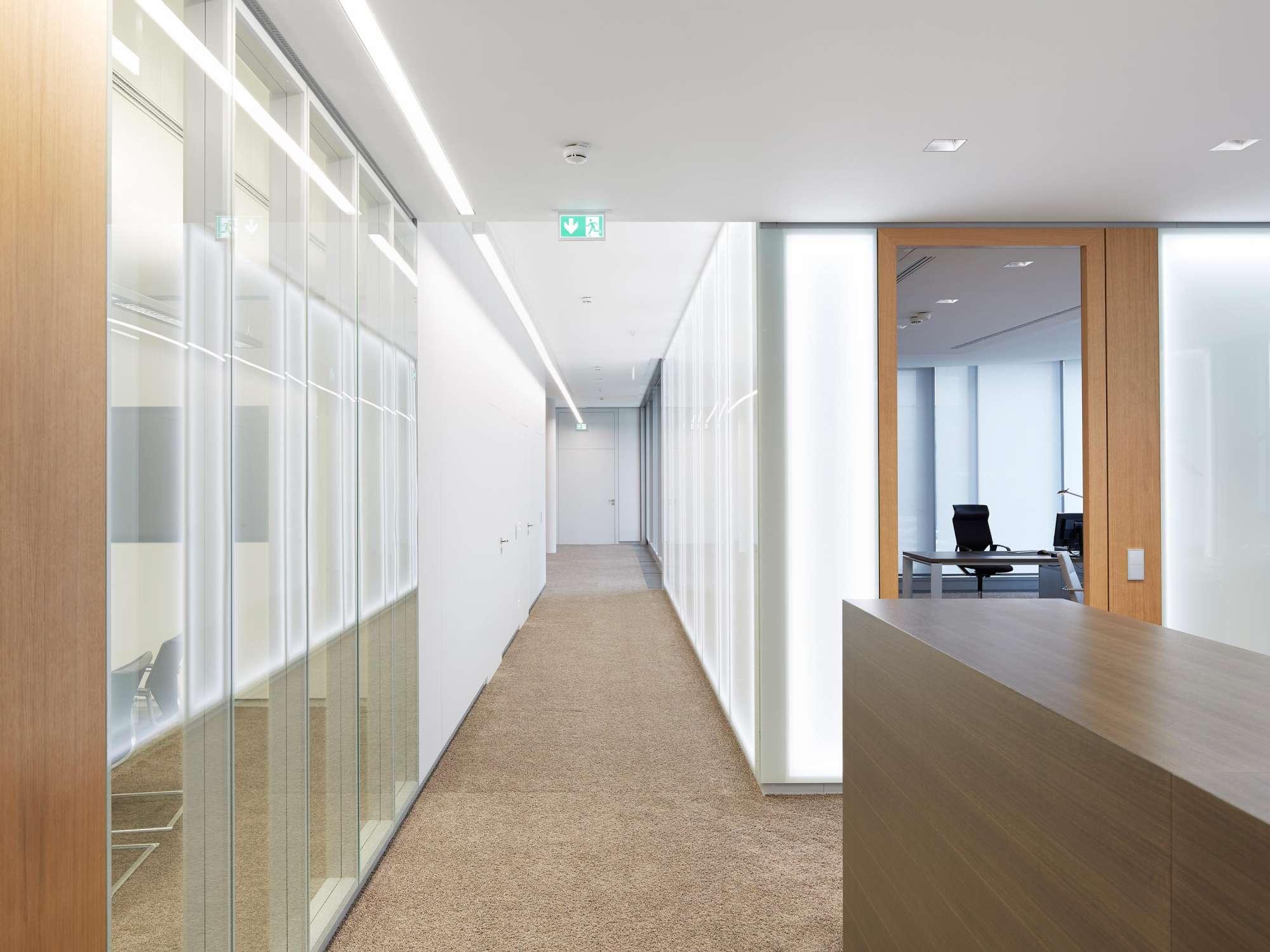 Verwaltungs- und Infrastrukturgebäude (11)