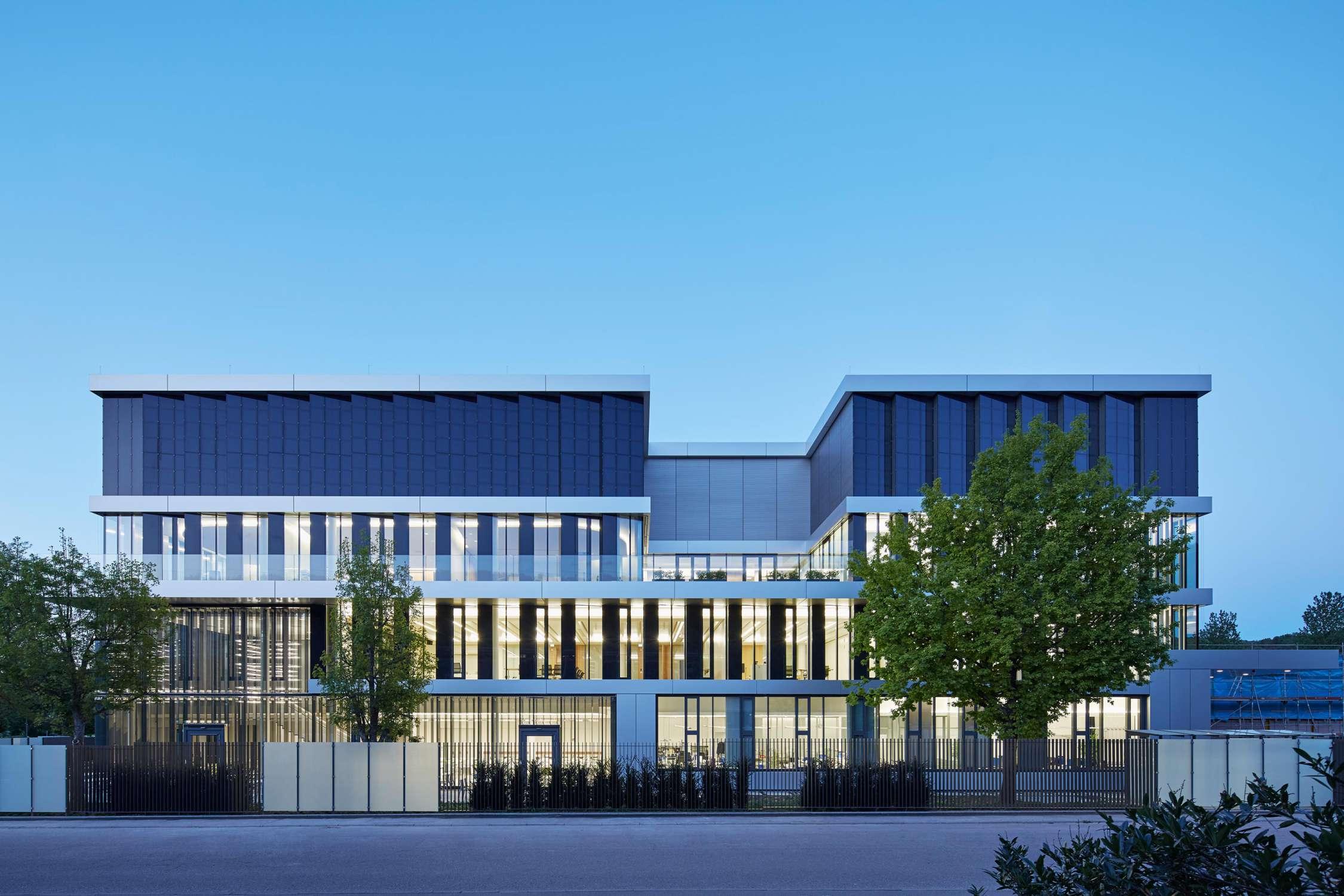 Verwaltungs- und Infrastrukturgebäude (16)