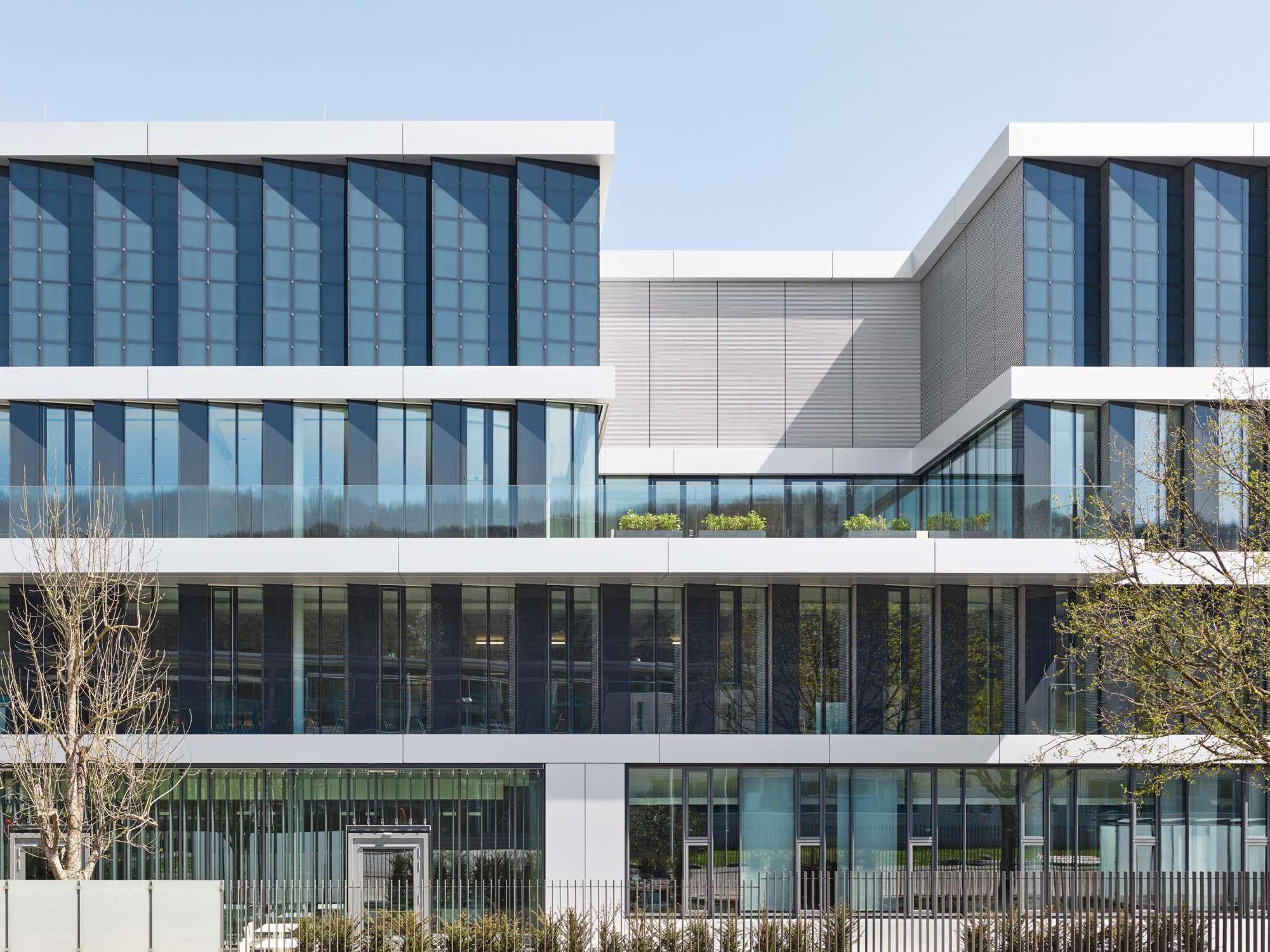 Verwaltungs- und Infrastrukturgebäude (3)