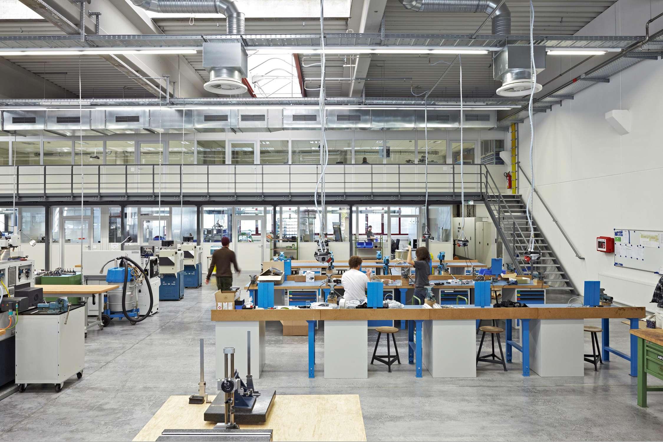 Lehrwerkstatt und Musterbauhalle (1)