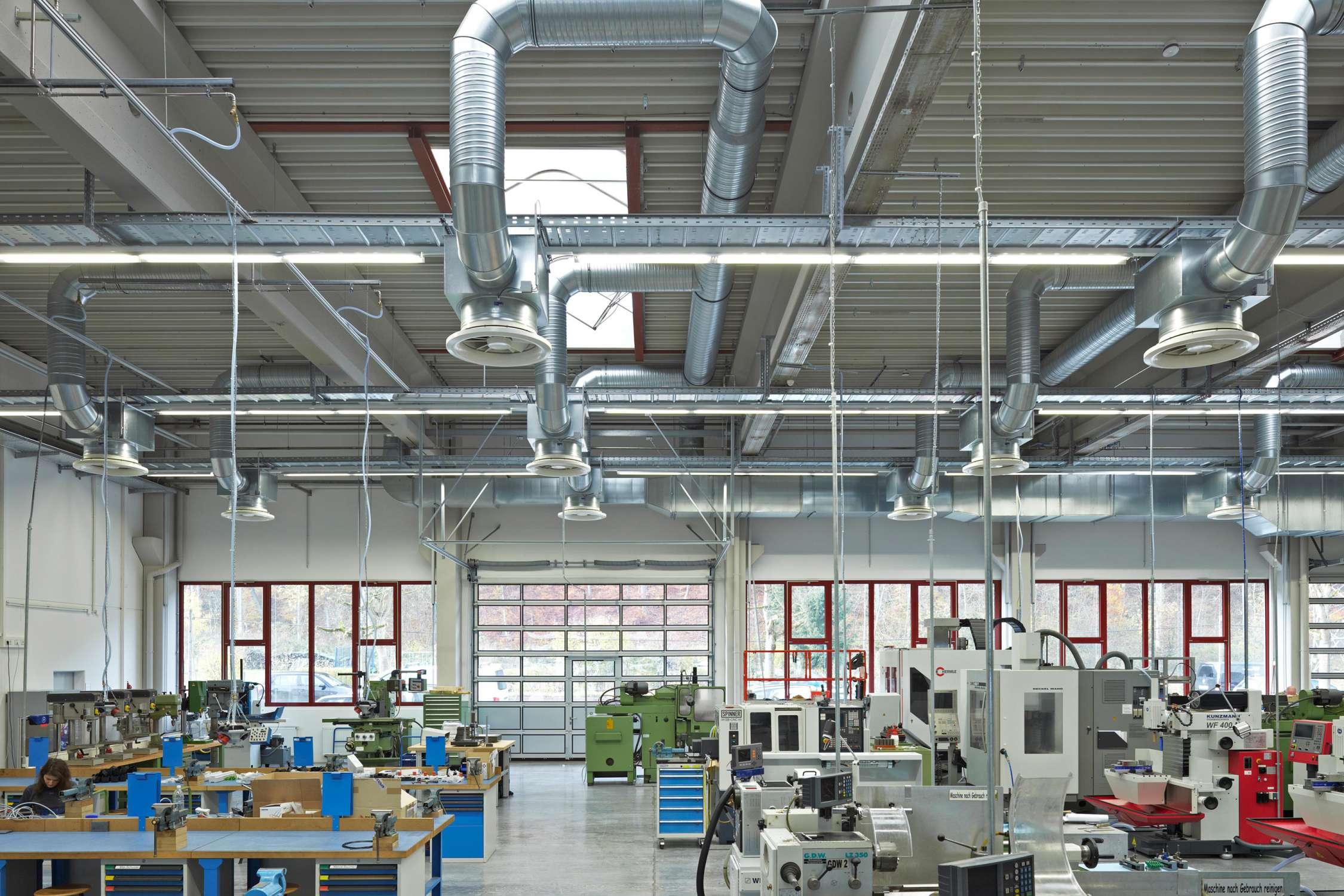 Lehrwerkstatt und Musterbauhalle (3)