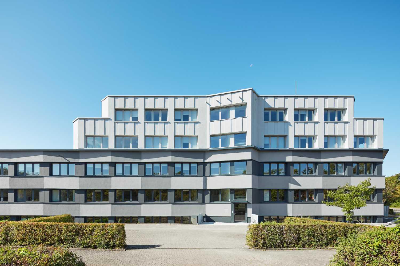 Fassadensanierung und Eingangsbaukörper Büro- und Verwaltungsgebäude